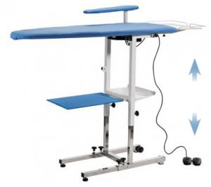 REMISE / DESTOCKAGE : Table à repasser pliante professionnelle KER - A plancher --> Avec plateau de repassage chauffant, aspirant, soufflant