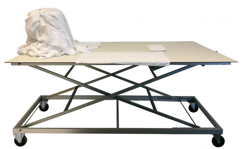 Table ergonomique de tri et pliage du linge for Hauteur d une table a manger